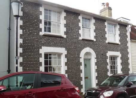 Flint beach cobbled house wall on Sun Street, Lewes